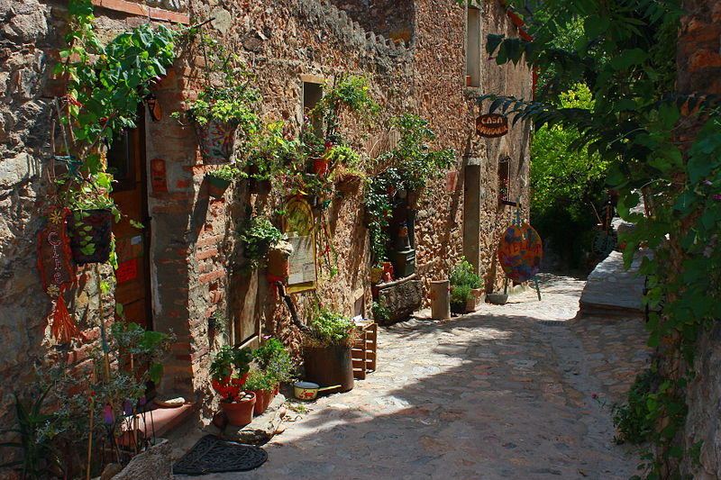 File:Castelnou (66), un des plus beaux village de France 35.jpg