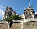 Cathédrale Notre Dame de Paris vue d'une péniche.jpg