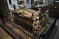 Cathédrale Saint-Pierre-et-Saint-Paul intérieur statues.jpg