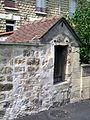 Champagne-sur-Oise (95), puits de la rue des Martyrs, côté rue.jpg