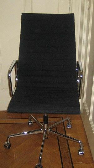 Eames Aluminum Group - Eames Aluminum 119 chair in black hopsak