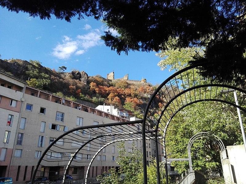 File:Chateau de la bâtie, Mont Salomon, vu du confluence Gère-Rhone.jpg
