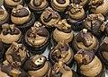 Chocolate caramel cupcakes (22065043191).jpg