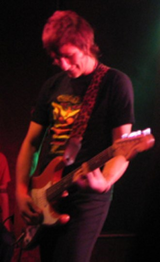 Jebediah - Chris Daymond at Rosemount Hotel, July 2005.