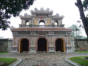 The Amazing Race Australia 1 - This Leg's Pit Stop was located at the citadel of the former Vietnamese capital in Huế.
