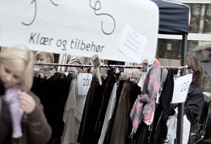 Girls shopping for clothes in Bogstadveien in ...