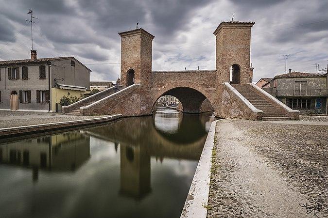 Comacchio ponte dei Treponti.jpg