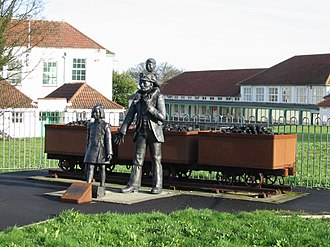 Aylesham - Image: Commemorative statue showing Aylesham's history of mining
