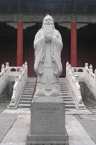 Ficheiro:Confucius Statue at the Confucius Temple.jpg