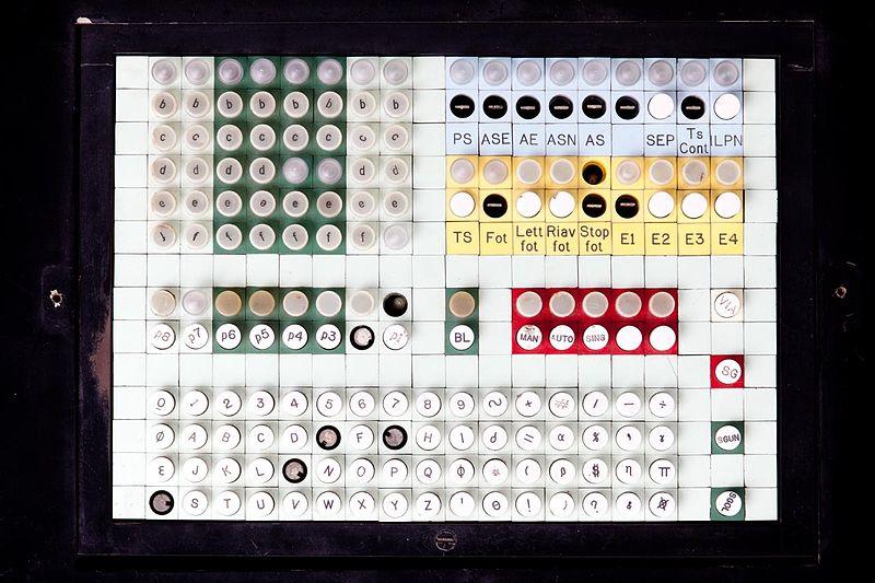 File:Console di comando per sistema Olivetti ELEA 9003 - Museo scienza tecnologia Milano D1230 03 2012.jpg
