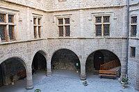 Cour chateau boy lozere.jpg