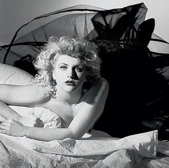 Courtney Love - Image: Courtney Love 1986 publicity headshot