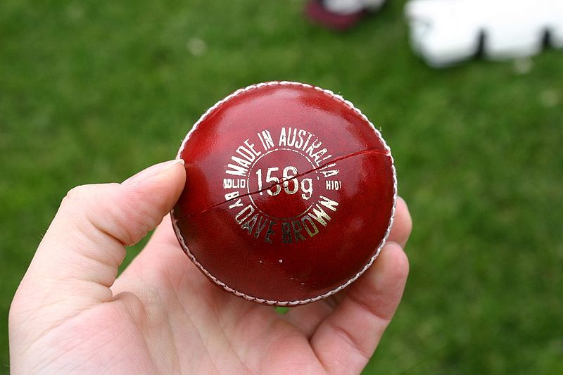 Bestand:Cricket-ball-red-madeinaustralia.jpg