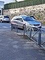 Dégâts sur une barrière accroché par un car TBK - 5 mars 2020.jpg