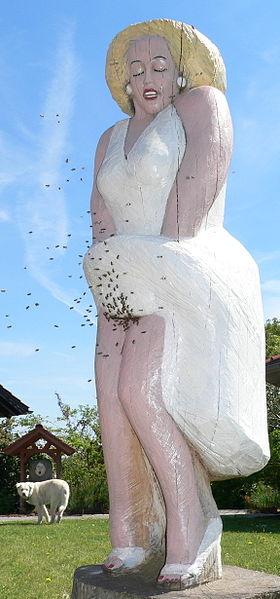 Datei:Die Figurenbeute, Marilyn Monroe, von der Figurenbeutenschnitzerin Birgit Maria Jönsson.jpg