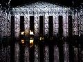 Documenta 14 Der Parthenon der Bücher bei Nacht 06.jpg