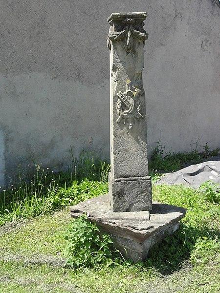 Domèvre-sur-Vezouze (M-et-M) vestige croix de chemin