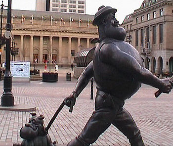 Photograph of Desperate Dan statue in Dundee c...