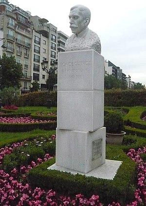 José Maria de Eça de Queirós - Bust of Eça de Queiroz in the Avenue Charles de Gaulle, Neuilly-sur-Seine