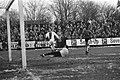 EDO tegen Ajax 0-4 in KNVB-beker. Cruijff heeft ingeschoten, Bestanddeelnr 923-0767.jpg