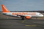 EasyJet, G-EZDE, Airbus A319-111 (23986788756).jpg