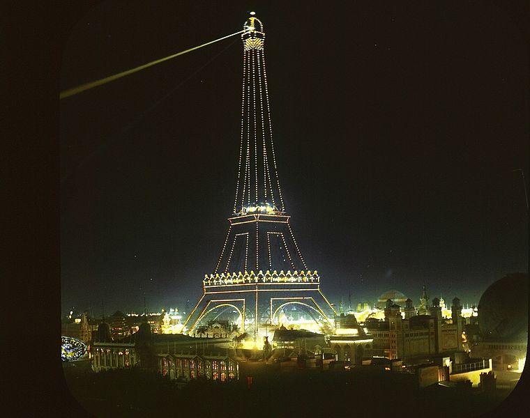 File:Eiffel Tower in 1900.jpg