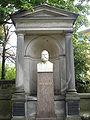 Eisenach Grab Fritz Reuter Detail3.jpg