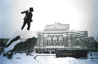 Yekaterinburg - Snow-covered statue of Yakov Sverdlov
