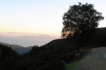 El Estrecho desde la Ruta de los Molinos en el Parque Natural de Los Alcornocales.jpg