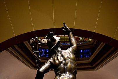 Estatua de Barnes. Bolsa de Comercico, Rosario.jpg