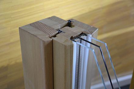 dreifach isolierverglasung im holzfensterrahmen. Black Bedroom Furniture Sets. Home Design Ideas