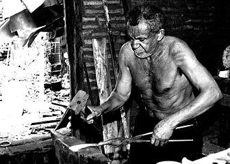 Ferreiro ou metalúrgico tradicional.jpg