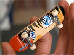 Fingerboard mit Comic-Motiv