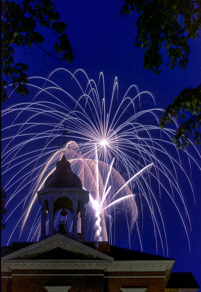 File:Fireworks at Bates College Hathorn Hall.jpg - Wikimedia Commons