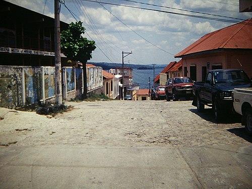 Flores, Guatemala - Calle Abril 2002.jpg