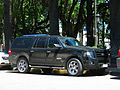 Ford Expedition EL Limited 2007 (16287650676).jpg