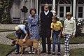 Fotosessie Koninklijke Familie op Huis ten Bosch het gehele gezin in de tuin, Bestanddeelnr 253-8764.jpg