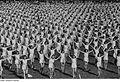 Fotothek df roe-neg 0001393 003 Frauen in Reihe bei Sportvorführung.jpg