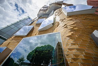 Dr Chau Chak Wing Building - The building is constructed from 320,000 custom-designed bricks