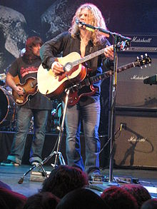 Frank Hannon on Acoustic Guitar with Tesla.jpg