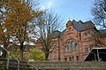 Friedrich-Gymnasium Freiburg (im Breisgau) Rückseite (Südseite) und Schulhof 02.JPG