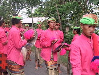Gendang beleq - The accompanying cymbal players.