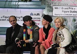 Natalia Linichuk - Linichuk (far right) in the Kiss and cry with Karponosov and students Domnina / Shabalin