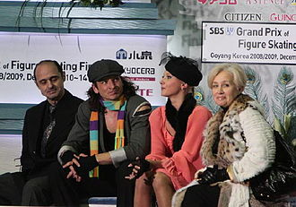 Natalia Linichuk - Linichuk (far right) in the Kiss and cry with Karponosov and students Domnina / Shabalin