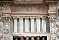 Giovanni antonio amadeo, facciata della cappella colleoni, 1472-75, finestra di sx 05 pilastri.JPG