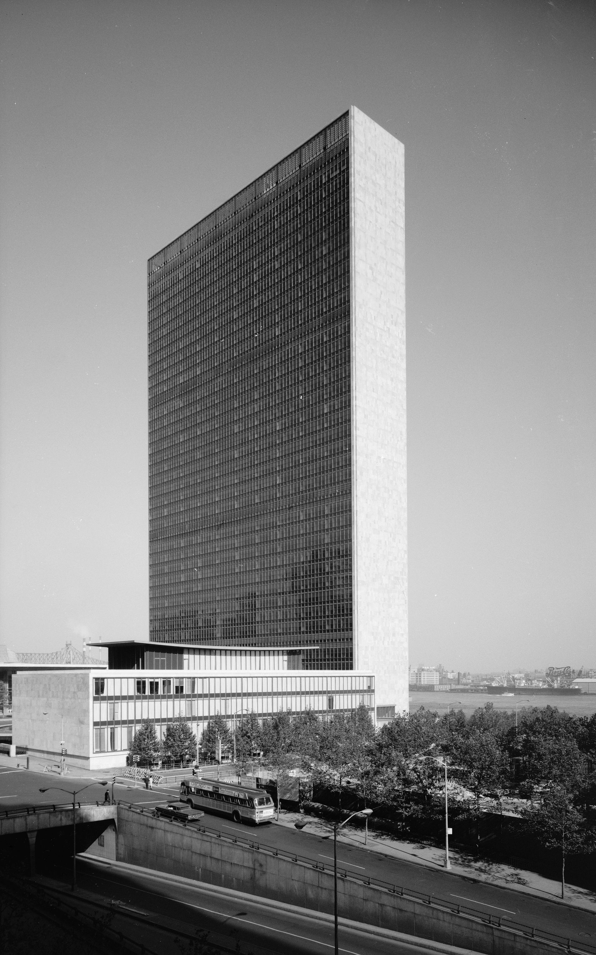 1951 — Wikipédi...