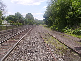 Kingsland station - The Harrison Cut-Off track just south of the Kingsland station platform. The track continues through the platform