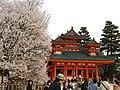 Heian-Jingu Shrine and Cherry Trees - panoramio.jpg