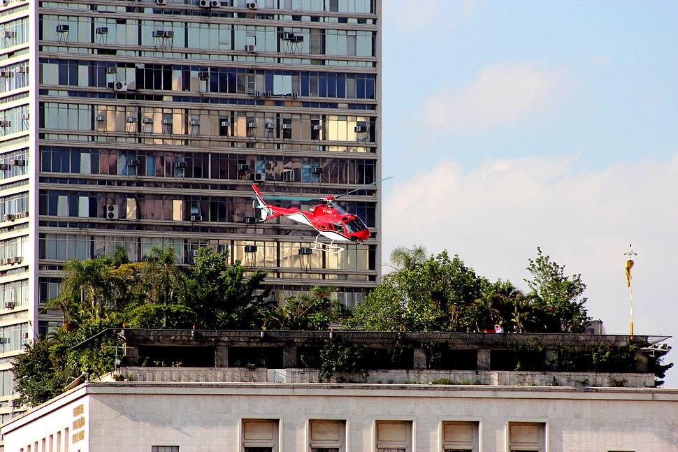 Helicoptero sobre a prefeitura de S%C3%A3o Paulo
