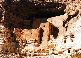 Cliff dwelling - Sinagua cliff dwelling (Montezuma Castle), Arizona